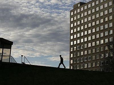 SÍDLIŠTĚ. Původně revoluční systém výstavby nových domů postupně zdegeneroval do podoby, kterou dobře známe z okrajů města./Ilustrační foto