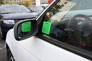 Praha (3. 9. 2017) – Vrak auta na parkovišti na sídlišti v Krči – u zastávky MHD Sídliště Krč.