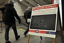 Téměř hodinové uzavření stanice pražského metra Háje si ve čtvrtek 18. února 2016 večer vyžádal nález podezřelého předmětu. Pyrotechnická prohlídka ukázala, že šlo o planý poplach.