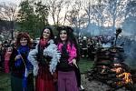 Tradiční pálení čarodějnic probíhalo 30. dubna na mnoha místech ČR, nejinak tradičně na pražské Kampě.