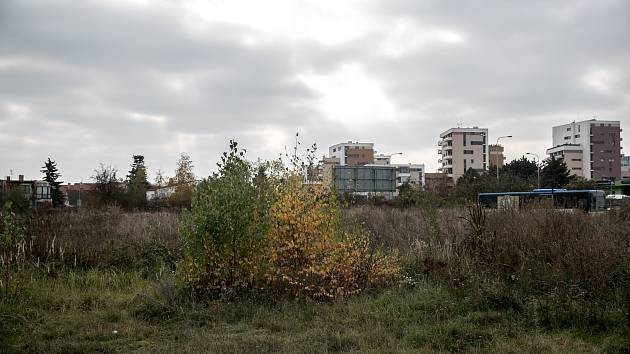Prostranství na pražské Libuši, kde by podle územního rozhodnutí měla vyrůst stanice metra na lince D.