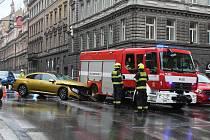 Dopravní nehoda v Legerově ulici v Praze.