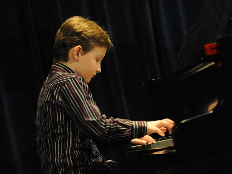 Honzík Schulmeister bude hostem nedělního 4. kola soutěže Pianista roku.