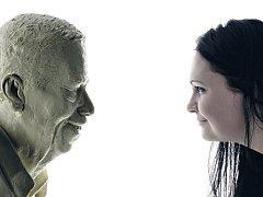 Václav Havel a sochařka Barbora Daušová, která by si přála, aby její dílo bylo umístěno do konce roku na Petříně.