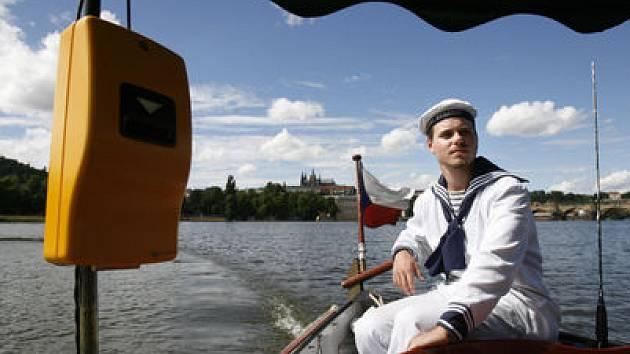 OD DUBNA. Na Vltavu vyjedou lodě tří sezónních přívozů na apríla, nejromantičtějšího prostředku městské hromadné dopravy si budou moci lidé užívat až do konce října.