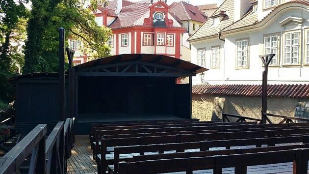 Letní scéna divadla Ungelt.