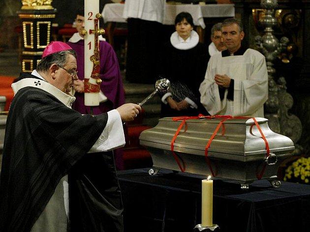Vrácení ostatků slavného astronoma Tychona Braha proběhlo 19. listopadu v Týnském chrámu v Praze. Uskutečnila se mše, kterou vedl pražský arcibiskup Dominik Duka, zpíval místní a dánský pěvecký sbor.