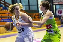 VŠANKA Vorlová (vlevo) v souboji s Brňankou Peckovou.