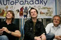 S DĚTSKÝM NADŠENÍM. Bubeník z Chinaski Pavel Grohman, trumpetista Petr Kužvart a Jan Jiráň z Ypsilonky.