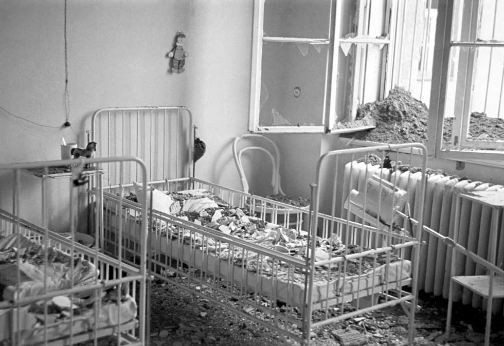 Bombardování – Při bombardování spojeneckým letectvem nezůstali ušetřeny ani nemocnice.