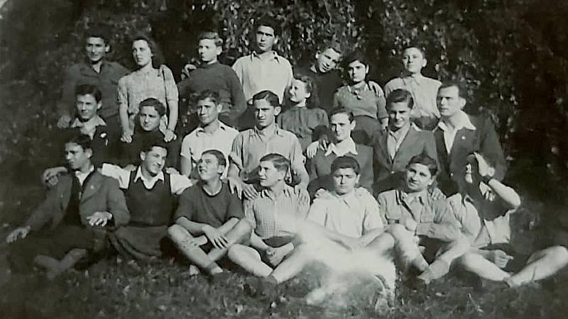 Josef Kapel na Štiříně - v druhé řadě třetí zleva.
