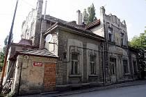 BRANICKÉ LEDÁRNY. Unikátní stavba od roku 1954, kdy Vltava v Praze přestala zamrzat, už jen chátrá.