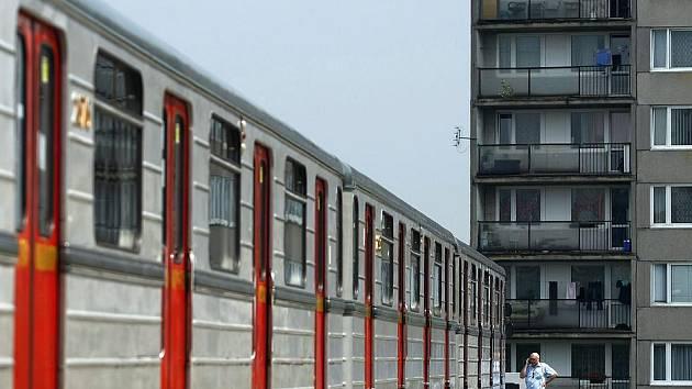 Symbolické rozloučení se starou sovětskou soupravou metra 81–71, která na koleje pražského metra vyjede ve čt naposledy, se konalo v Depu Kačerov. Poslední jízda soupravy ukončí 35 let trvající éru.