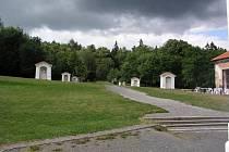 300 TISÍC KORUN vedení Mníšku pod Brdy zaplatí za rekonstrukci pěti kapliček.