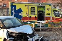 Osobní automobil v pražských Záběhlicích srazil dvě chodkyně.