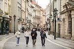 Pražané vyrazili do ulic města i na Velký pátek 2. dubna. S redakčním objektivem jsme navštívili ulice starého města.