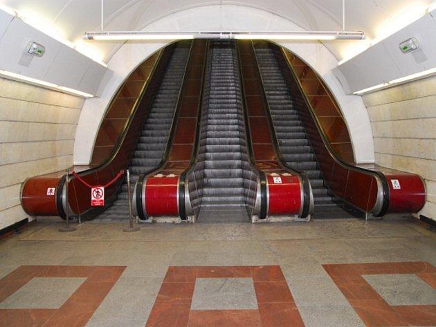 Schody ve stanici metra Anděl. Ilustrační foto.