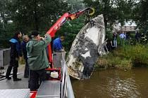 Požár lodi zaměstnal v neděli pražské hasiče i policisty
