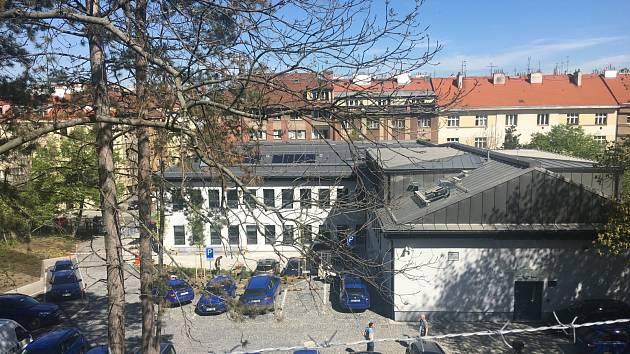 Budova bývalé kliniky na Žižkově prošla kompletní proměnou. Sídlí tu Správa železnic.