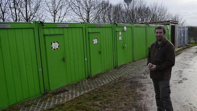 Provozorní zázemí záchranné stanice v Jinonicích nahradí podle vedoucího Václava Nejmana (na snímku) moderní zařízení upravené přesně pro potřeby hlavního města.