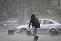 Silná průtrž se přehnala v úterý 27. května 2014 nad Prahou.