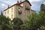 Vila v ulici U Mrázovky č. 1187 se prodala za 45 980 000.- Kč.