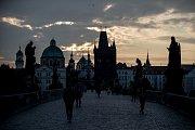 Karlův most 21. září v Praze.