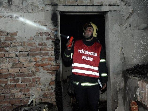 Požár střechy Národního muzea v Praze.