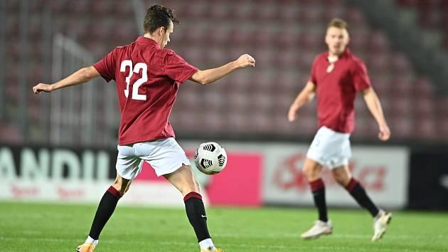 Sparťanští fotbalisté. Na snímku Andreas Windheim a Dominik Plechatý.