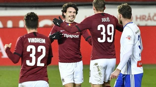 Nejlepší ligový střelec Lukáš Juliš se včera večer proti Mladé Boleslavi neprosadil, ale uspěl jeho kolega z útoku Švéd David Moberg Karlsson (oba na snímku).