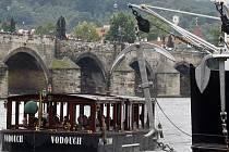 V pátek se na Vltavu v centru Prahy opět vrátila lodní doprava.