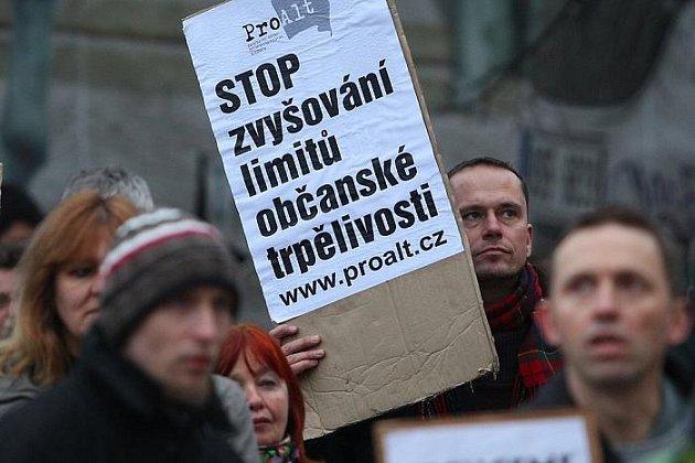 Demonstrace proti zvýšení hlukových limitů proběhla 26. ledna před ministerstvem zdravotnictví v Praze.