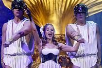 Zpěvačka Kylie Minogue vystoupila 2. března v rámci svého turné Aphrodite v pražské 02 Areně.