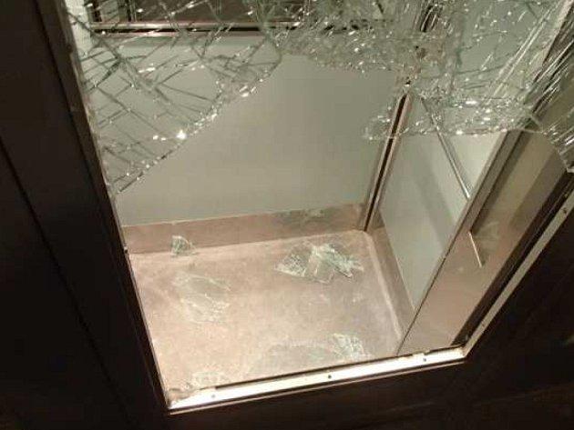 Poškozený výtah.