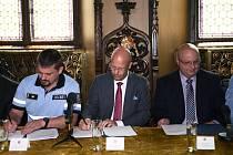Zástupci Prahy, Policie ČR a vybraných STK podepsali memorandum o spolupráci.