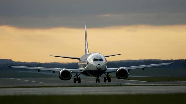 Nová vzletová dráha ruzyňského letiště vyvolává rozporuplné reakce už dlouho. Její výstavba uleví od hluku především Praze 6, 13, 17 a Horoměřicím.