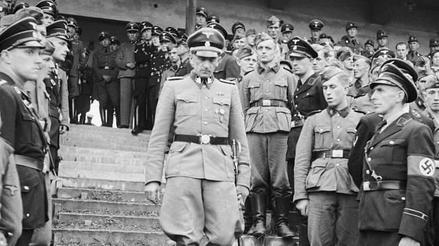 Karl Hermann Frank – Za Protektorátu Čechy a Morava se na Strahovském stadionu konaly vojenské přehlídky, ale také Pražské letní sportovní hry, kterých se často účastnil také státní tajemník Karl Hermann Frank.