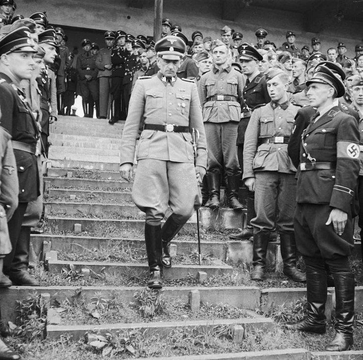Karl Hermann Frank – Za Protektorátu Čechy a Morava se na Strahovském stadionu konaly vojenské přehlídky, ale také Pražské letní sportovní hry, kterých se často účastnil také státní tajemník Karl Hermann Frank