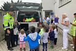 Policisté z Brandýsa nad Labem potěšili děti v Klaudiánově nemocnici.