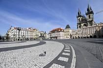 Staroměstské náměstí v Praze bylo 16. března 2020 liduprázdné v souvislosti s nařízením vlády, která kvůli šíření nového typu koronaviru zakázala volný pohyb lidí.