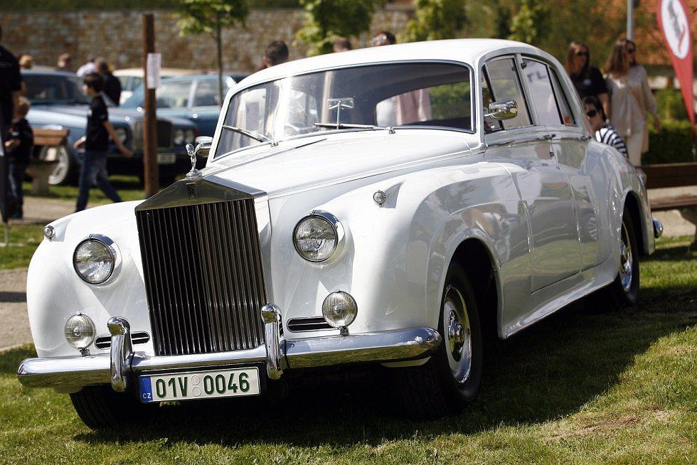 Rolls-Royce Silver Cloud z roku 1957.