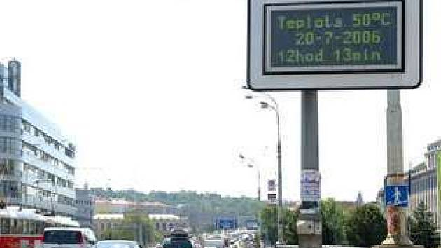 Světelné tabule budou v budoucnu řídit provoz na silnicích.