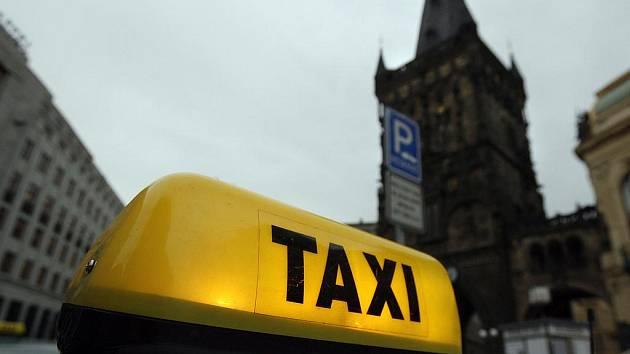 VYPLATÍ SE OKRÁDAT? Taxikáři by se podle nového magistrátního návrhu už nemohli schovat za svého zaměstnavatele./Ilustrační foto