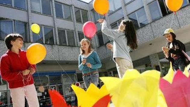 Takto se děti radovaly ve Fakultní nemocnici Motole na Tulipánový den konaný v dubnu 2007./Ilustrační foto