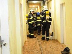 Požár stropu školy v Klánovicích.