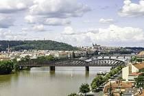 Vizualizace nového železničního mostu v Praze.