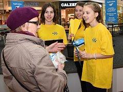 Děti oslovovaly návštěvníky nákupního centra s žádostí o podporu svých záměrů.