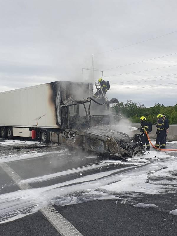 Na dálnici D11 před Prahou došlo k tragické nehodě.
