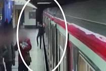 Opilec vrazil hlavou do metra.