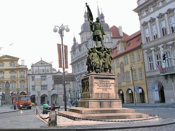 Vizualizace: nejoptimálnější varianta umístění sochy maršála Radeckého na Malostranském náměstí vPraze.
